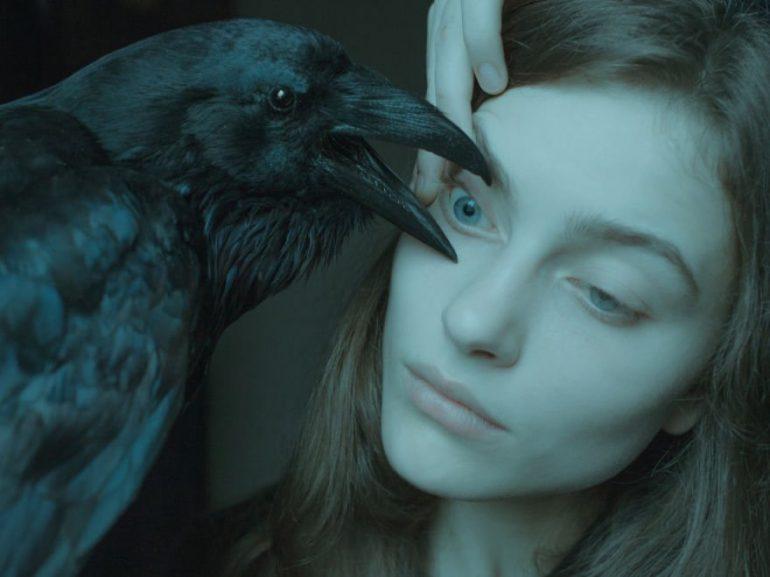 Laura Makabresku y la muerte en una tierra mágica fotografía surrealista Principal
