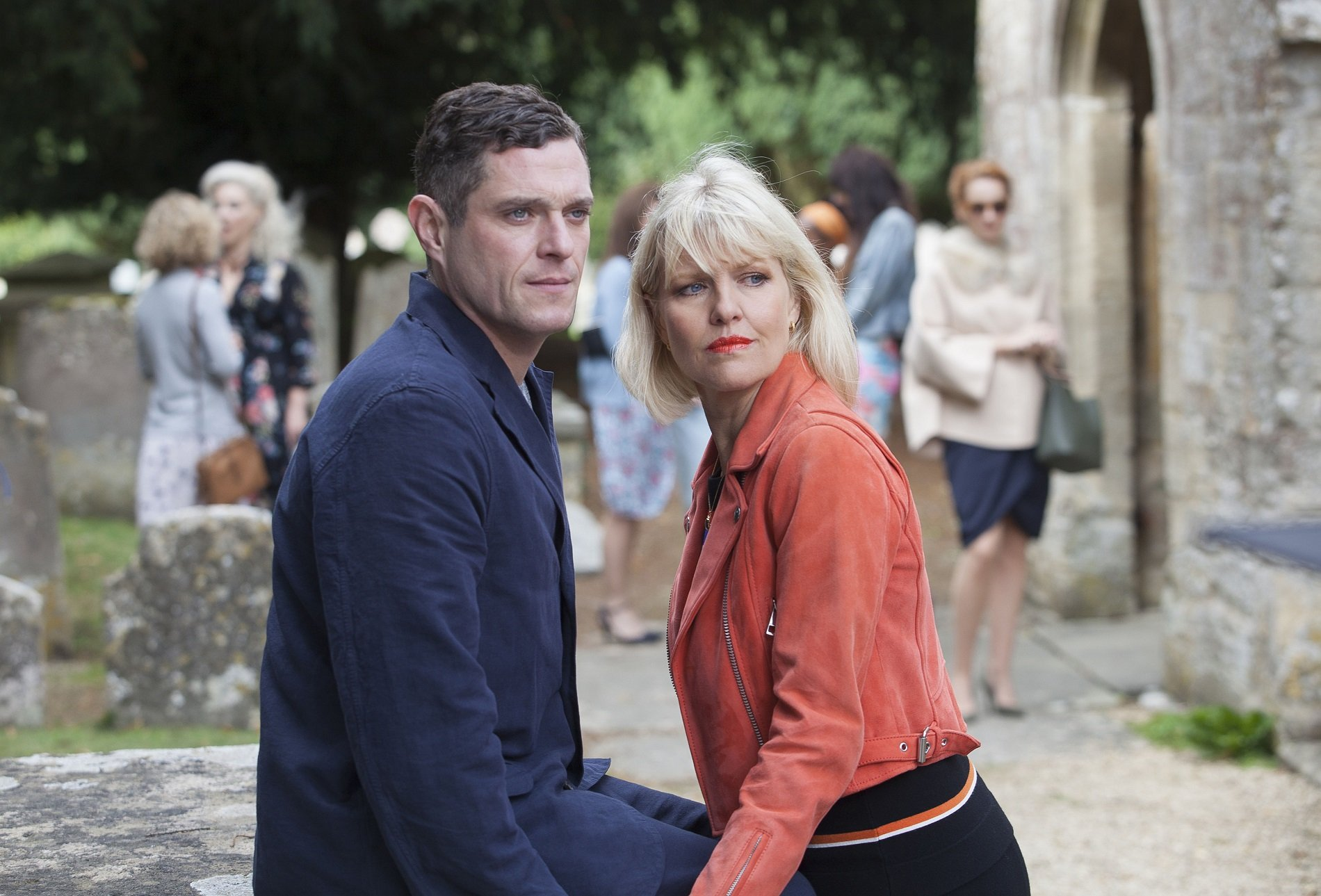 Acorn TV Renews Agatha Raisin For Series 3 With Ashley Jensen Agatha Raisin and the Curious Curate on Acorn TV_Mathew Horne & Ashley Jensen_4552