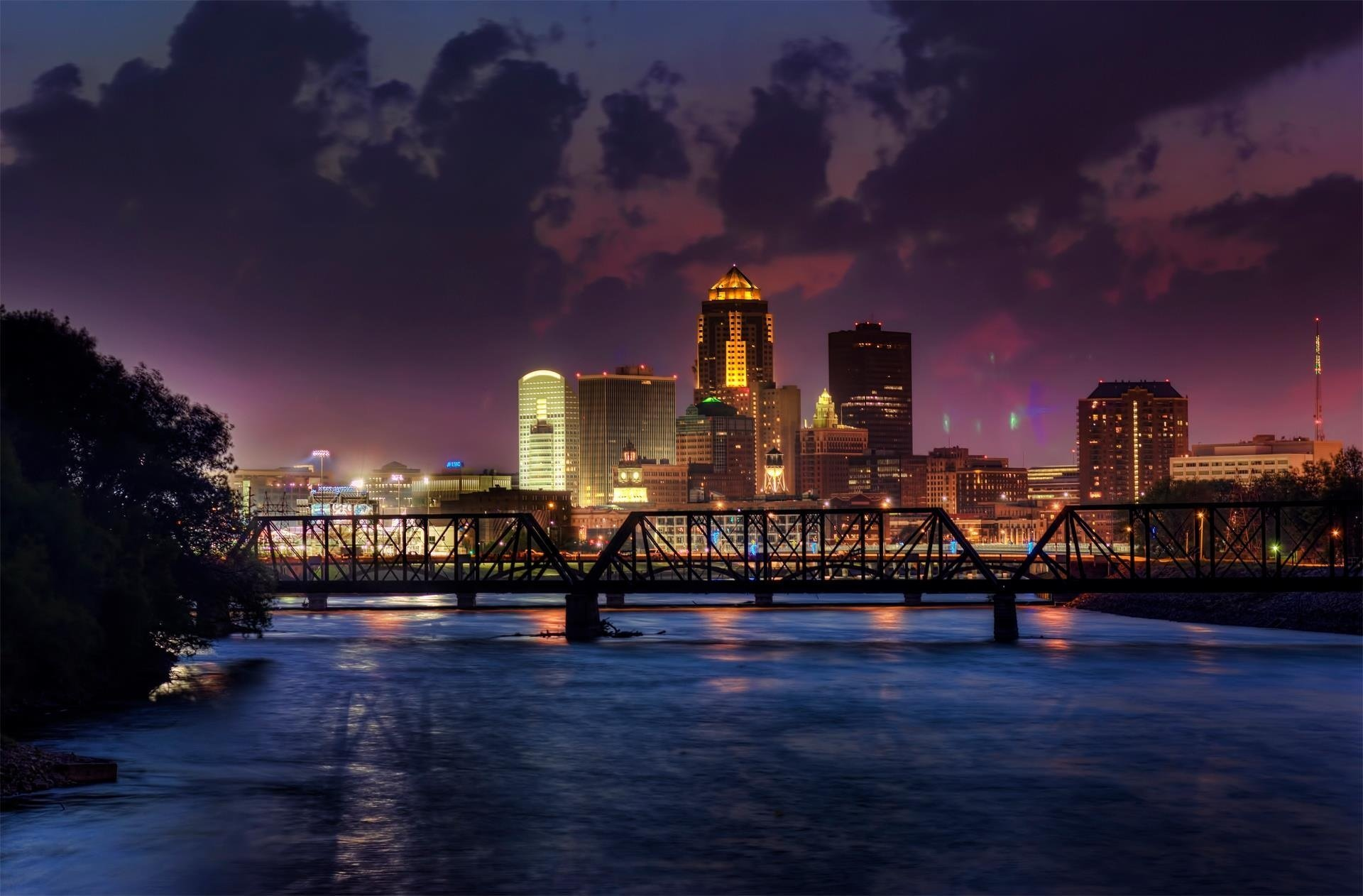 A Glass of Chablis in Des Moines Crime Short Fiction By Michael Royce