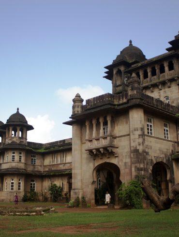 Omicidio nella vecchia Bombay di Nev March A Tale of Intrigue