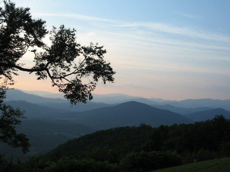 The Killing Hills di Chris Offutt è una lettura da non perdere in Appalachian Noir
